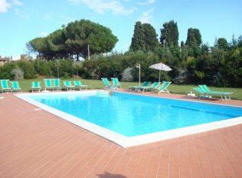 36V – Terratetto Indipendente in residence con piscina
